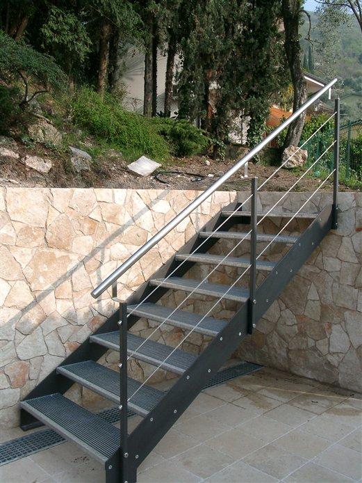 Wangenstiege Stufen mit Rosteinsatz incl. Geländer