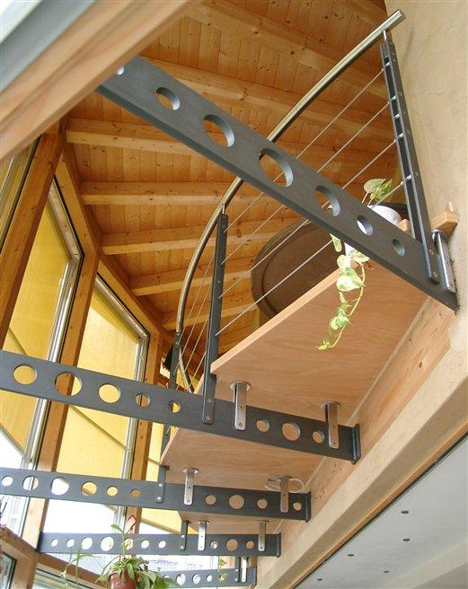 Unterkonstruktion aus Flachstahl gelocht mit Geländer Inoxseilbespannung