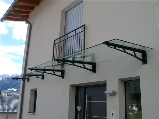 VSG-Glas-Dach+franz.Balkongel.antrazit beschichtet Feldthurns 03.2018