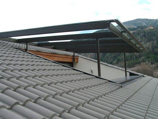 Stahl-Glas-Überdachung einer Dachterasse, Wohnhaus in Schrambach-Feldthurns Montage Feb. 2016