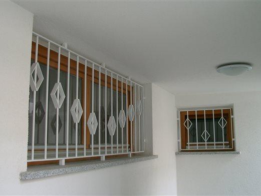 Fenstergitter Eisen lackiert
