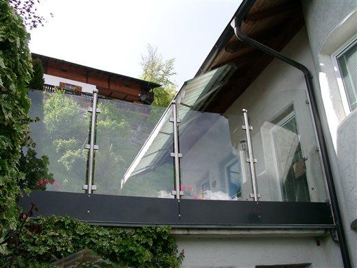 Windfang Inox-Glas Wohnhaus in Villanders