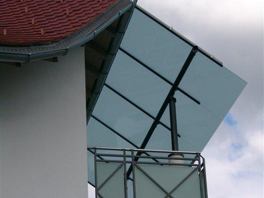 Balkonüberdachung Eisen verzinkt und beschichtet auf 2 Tragsäulen