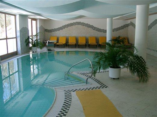 Geschwungener Handlauf aus rostfreiem Edelstahl V4A Hotel in Rasen / Antholz