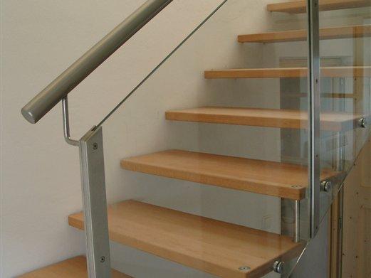 Stufen Holz Geländer Inox mit Glasfüllung