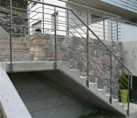 Geländer Inox satiniert Rundstäbe horiz. angeordnet