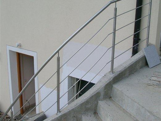 Geländer aus rostfreiem Stahl Füllung Rundstäbe horrizontal angeordnet
