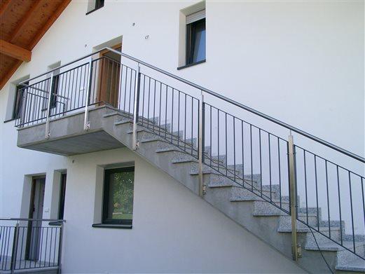 Stiegengeländer für Außenstiege Mat.Inox satiniert-Eisen verzinkt und beschichtet
