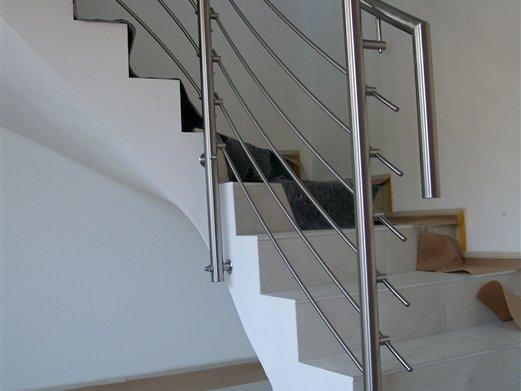 Stiegengeländer Inox mit Querstabhalter Privathaus Albeins Brixen Montage Sept. 2016