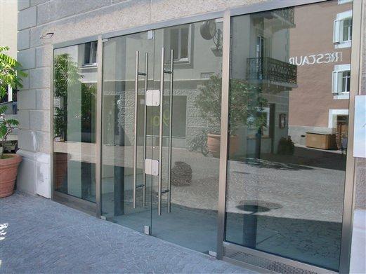 Geschäftseingang Inox-Glas in Schlanders