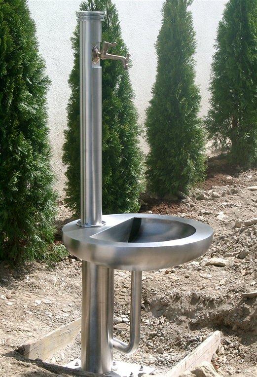 Gartenbrunnen aus Edelstahl satiniert