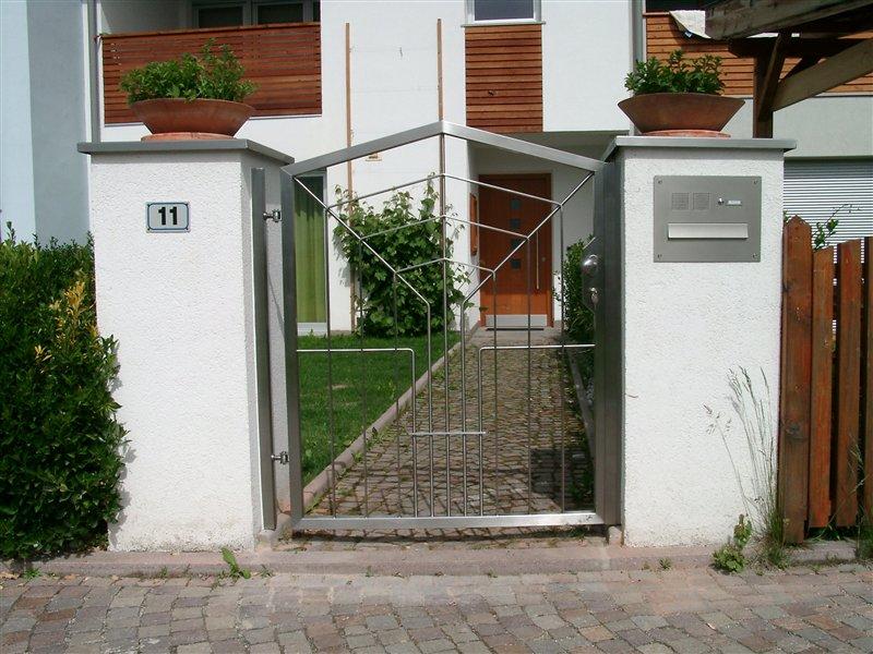 Eingangsgatterle mit Öffner und Sprechanlage Inox satiniert in Feldthurns