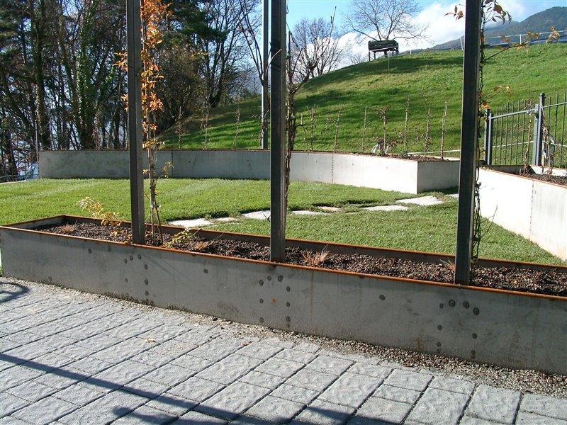 Gartengestaltungen: Hochbeet Eisenblech roh belassen